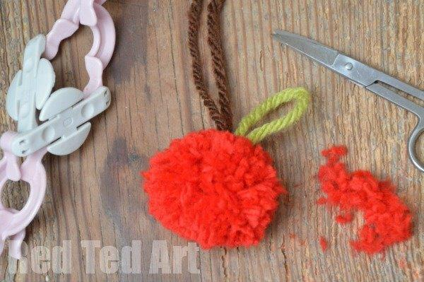How to make an Apple Pom Pom (2)
