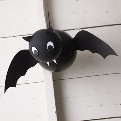 bat crafts - balloon bat decoration for halloween