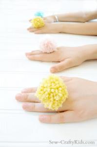 best-easy-quick-kids-craft-ideas-pom-pom-yarn-rings-sew-craftykids.com_