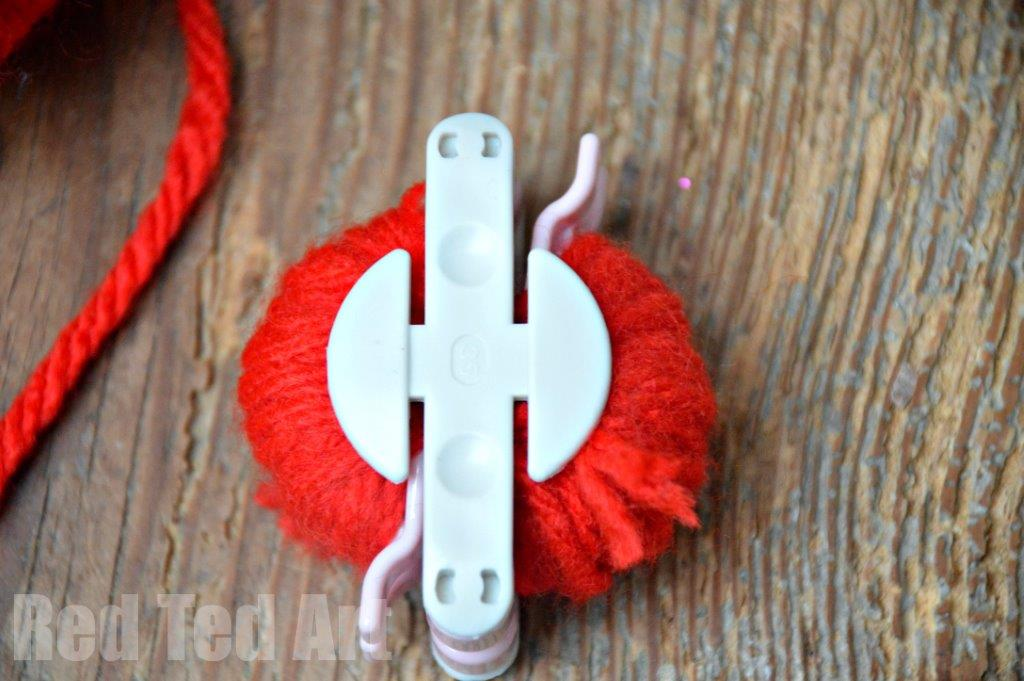 how to use a pom pom maker for apple pom poms