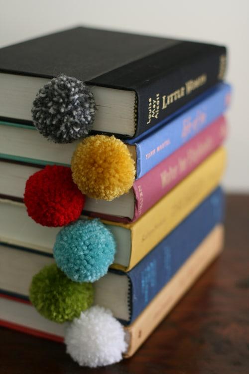 yarn-pom-pom-ball-bookmark-8