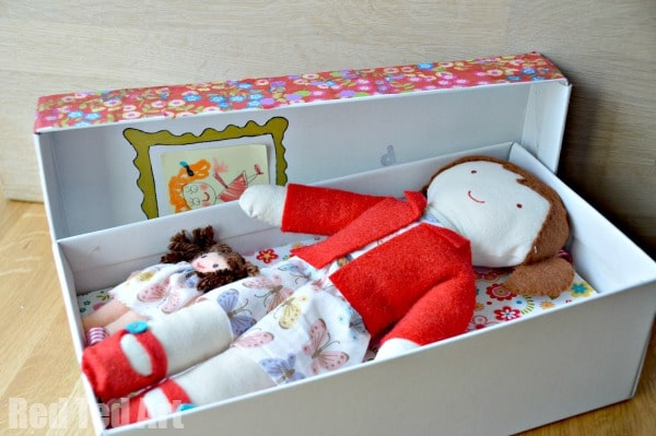 Doll in a Box - you open her up.  #doll #diydoll #giftset #giftsforkids #shoebox #dollinabox #sewing