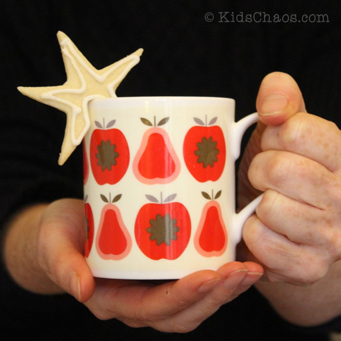Cookie-Cutter-Crafts-on-a-Mug-Kids-Chaos