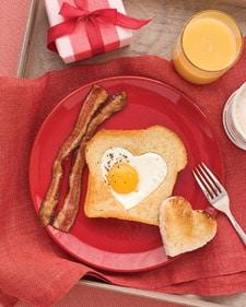 heart-shaped-eggs-toast