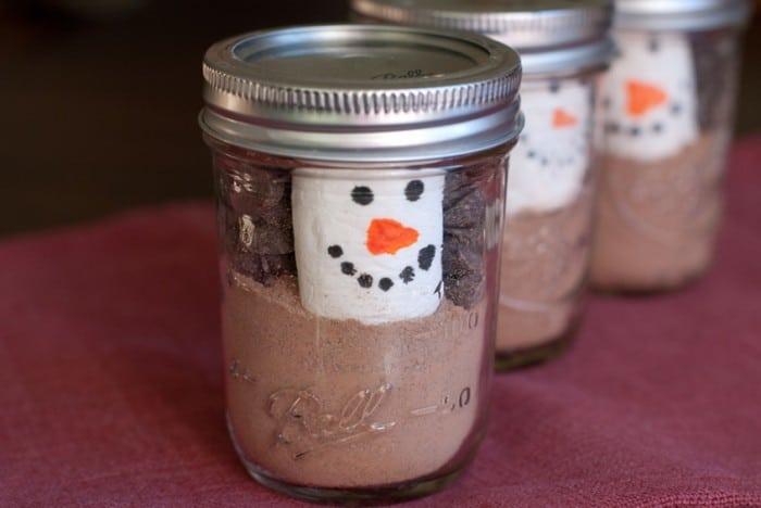 snowman-marshmallow-in-a-mason-jar-846xAuto