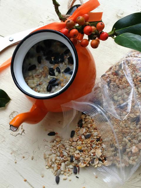 teapot bird feeder ideas - this is super fun upcycled bird feeder idea to make with the kids
