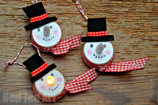 light up snowman - Tea Light Snowman - These are so fun and easy to make. Look great on the Christmas tree, are a wonderful little gift and you can also enjoy them into the new year. Love how the nose goes ON AND OFF. So fun! via Red Ted Art