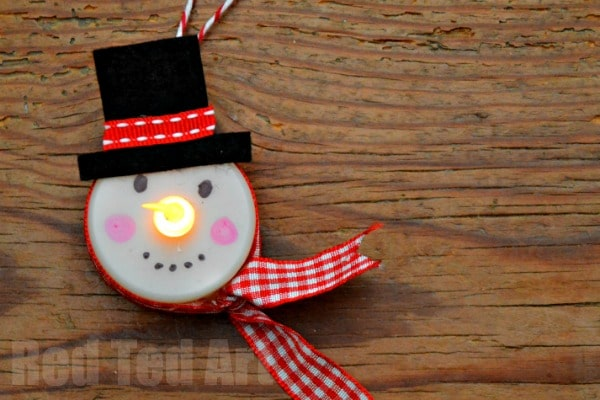 tea light snowman craft - Tea Light Snowman - These are so fun and easy to make. Look great on the Christmas tree, are a wonderful little gift and you can also enjoy them into the new year. Love how the nose goes ON AND OFF. So fun! via Red Ted Art