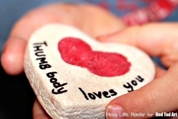 Valentine's Day Gifts - Thumbprint Heart Keepsakes - a great fingerprint craft