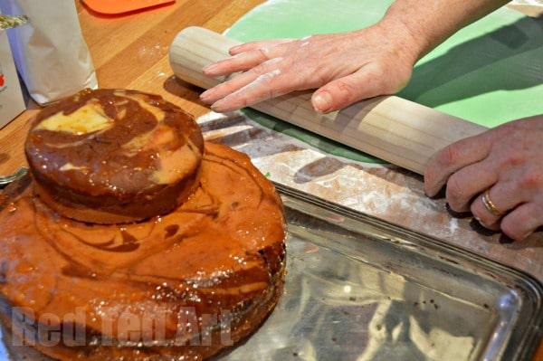 Skylanders Cake - Applying the Icing