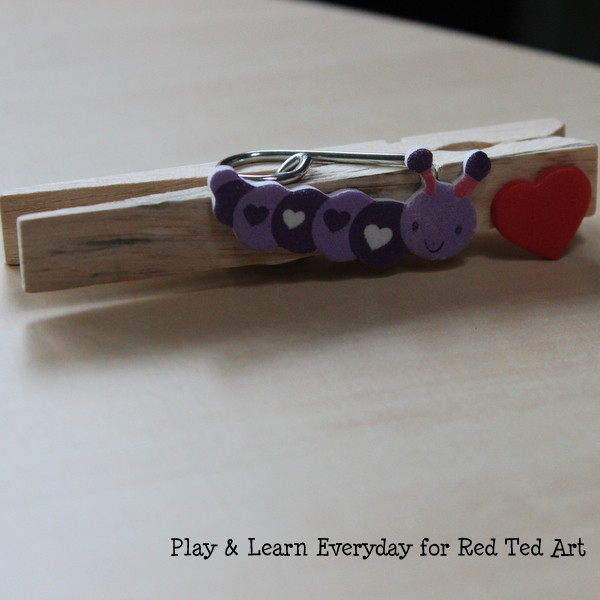 play learn everyday - valentines day washing line - peg