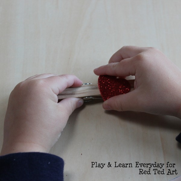 play learn everyday - valentines day washing line - toddler