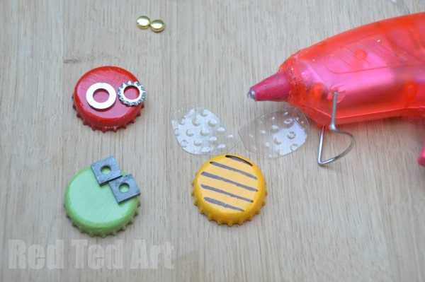 Bottle Top Bugs & Mini Beasts from Beer tops - Step 2 b