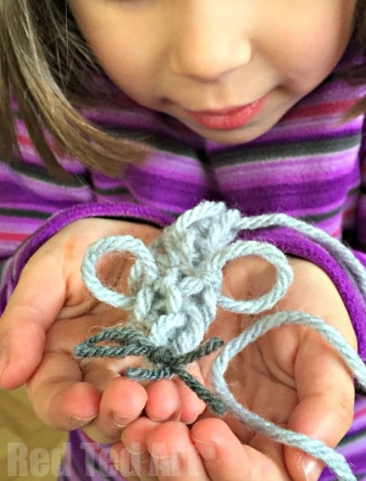 Finger Knitting: Simple Mouse Cat Toy Craft