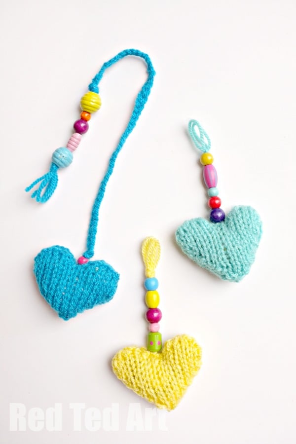 Knitted Heart Gifts (free pattern) - Garlands, Bookmarks