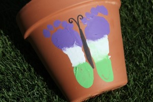 butterfly footprint art. Butterfly Crafts for Preschoolers - great summer crafts for kindergarten and up.. love these adorable Butterfly Activities #butterflies #summer #preschoolers