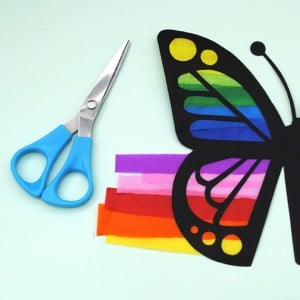 Butterfly Suncatcher . Butterfly Crafts for Preschoolers - great summer crafts for kindergarten and up.. love these adorable Butterfly Activities #butterflies #summer #preschoolers