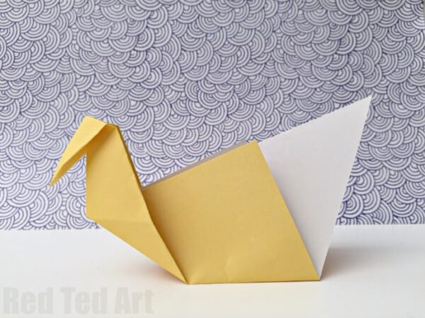 Easy Origami Patterns - make this super easy and fun paper origami swan - it only takes minutes to learn