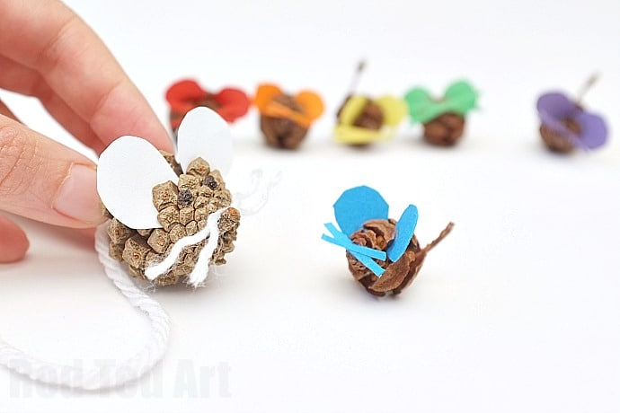 Pine Cone Crafts – Rainbow Mouse Family