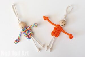 Easy Macrame Dolls. Use thick string or paracords or macrame string. Turn these into key chains, zipper pulls etc