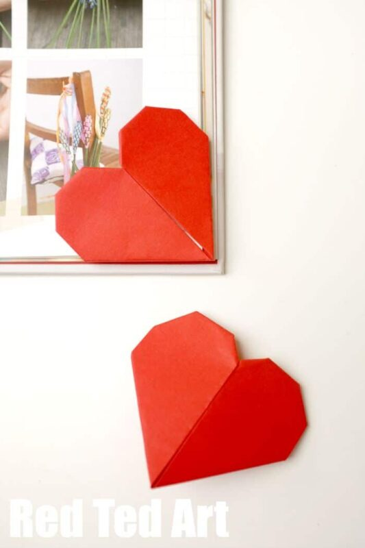 Easy Kirigami Heart Bookmarks.. make them just because or give them as a small gift on Valentine's Day