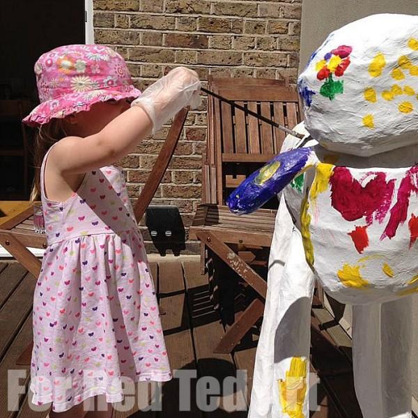 How to make Papier Mache Sculptures - shaun the sheep - papier maching - final painting
