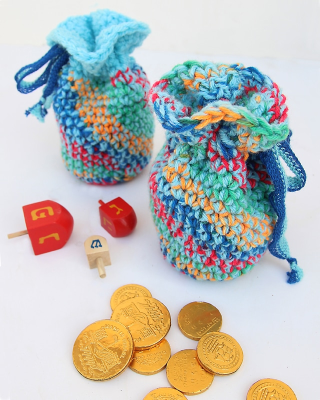 hanukkah craft ideas- crochet gelt bags