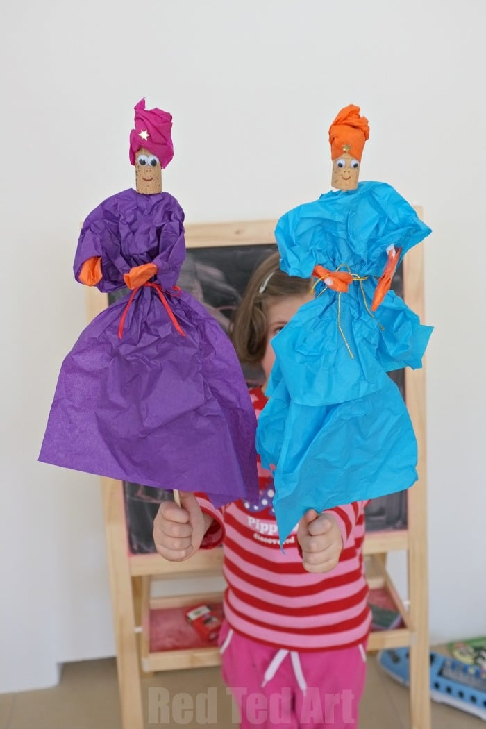 Easy Tissue Paper Puppets - perfect for 3 Kings Day at Christmas - or for Princesses & Knights