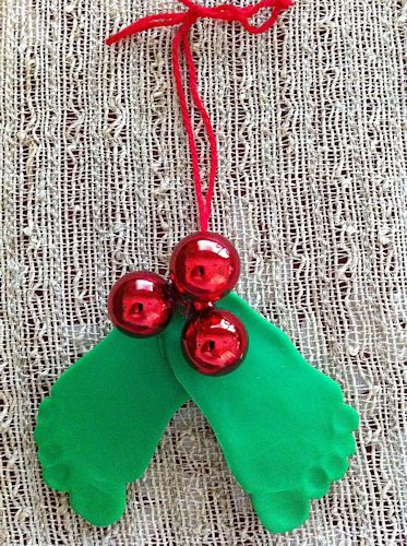 baby footprint christmas craft - seriously adorable mistle toe