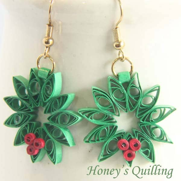 Paper Quilling for Beginners make an Christmas Wreath - perfect as Quilled Earrings or for Greeting Cards (12)