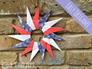 Paper Star Wreath - these paper stars are surprisingly easy to make and are a fabulous introduction to beginner Origami