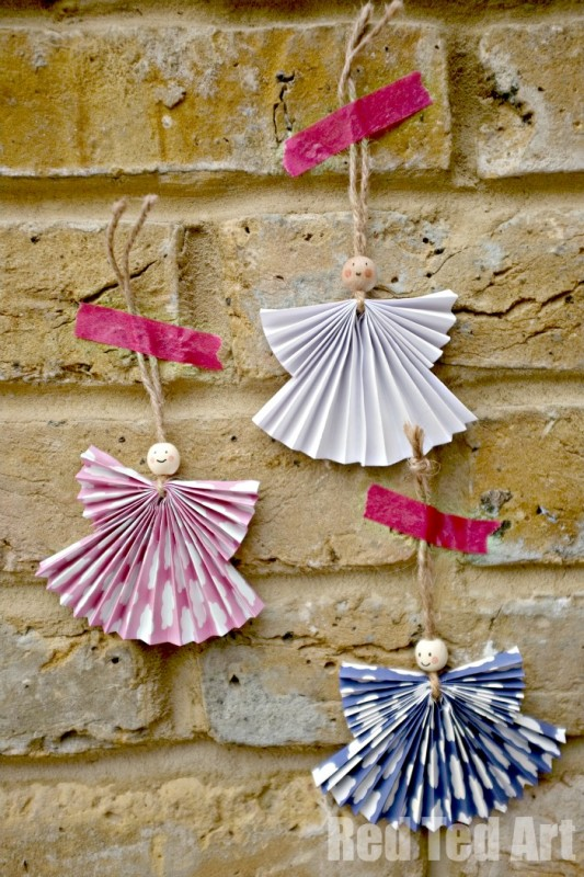 Paper Fan Angel Craft - these are adorable and can be made small for tree ornaments or BIG as Christmas Decorations for the wall #Angel #Angelornament #paperangel #angelcrafts #angelcraft #diyAngel