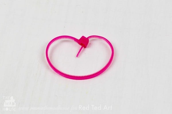 Cable Tie Crafts (Zip Ties) here is a fun and quirky craft for using cable ties - turn them into a quick and easy heart garland (2)