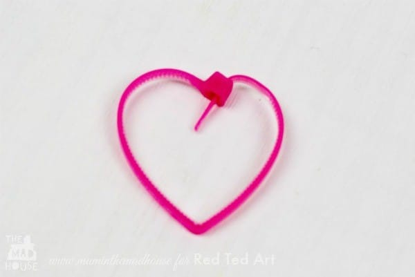 Cable Tie Crafts (Zip Ties) here is a fun and quirky craft for using cable ties - turn them into a quick and easy heart garland (3)