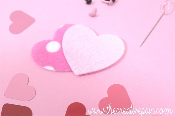 DIY Felt Heart - such an adorable little craft - turn it into a brooch, keychain or pocket friend. Such a cute beginners sewing project (2)