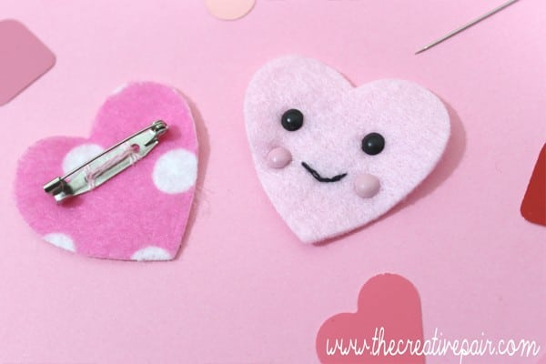 DIY Felt Heart - such an adorable little craft - turn it into a brooch, keychain or pocket friend. Such a cute beginners sewing project (3)