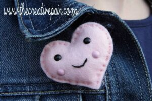 DIY Felt Heart - such an adorable little craft - turn it into a brooch, keychain or pocket friend. Such a cute beginners sewing project (5)