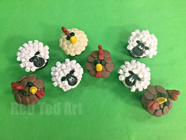 Easy Chicken Cupcakes and Sheep Cupcakes. Perfect for a Farm Themed Party. These are seriously adorable and are super tasty (oh and nice and easy to make!)