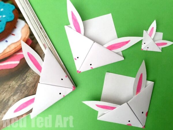Easy Paper Bunny Bookmark Corner - adorable little Easter craft. Easy Paper Bunny Bookmark Corner - adorable little spring craft. We love making corner bookmarks. And this Paper Bunny Corner Bookmark Craft is no exception. A quick and easy Bookmark for Easter #kids #easter #eastercrafts #bunny #bookmarks #cornerbookmarks #papercrafts