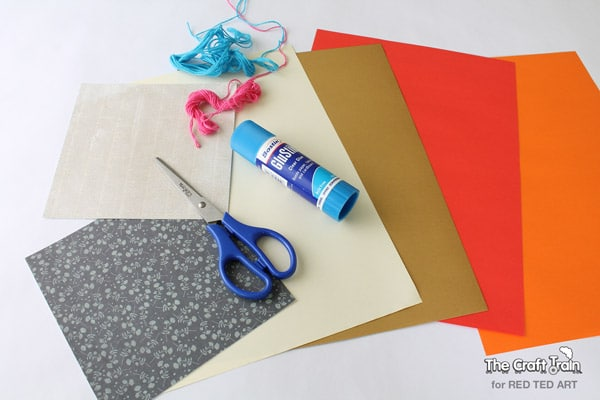Easy Paper Crafts - a gorgeous heart mobile - super cute decoration for Valentine's Day or for a child's bedroom (1)