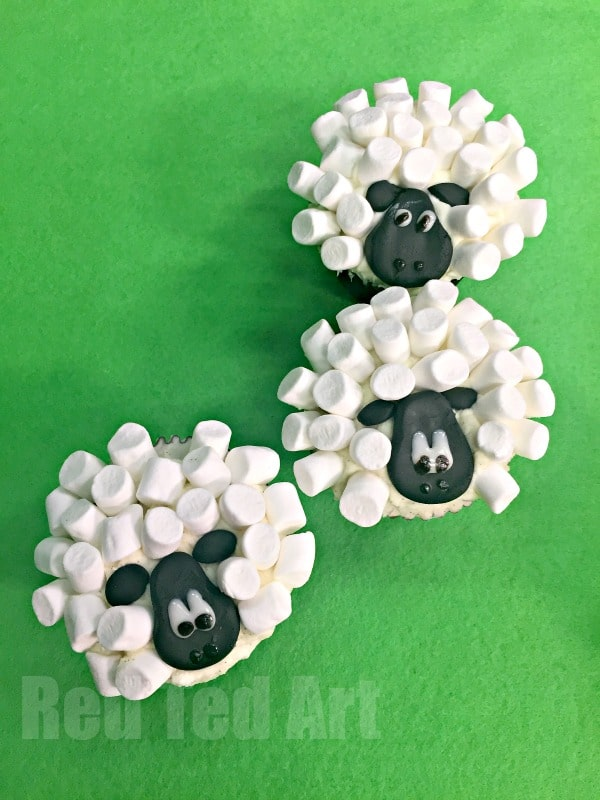 Easy Sheep Cupcakes - marshmallows make such fabulous little sheep and lambs. Check these out!
