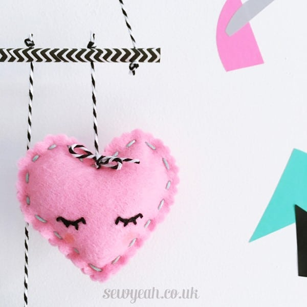 MAKE A FELT HEART MOBILE - DIY Heart Felt mobile
