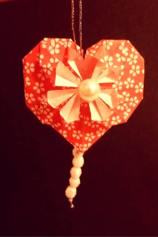 Simple Origami Paper Heart DIY - such a lovely little Heart Decoration (2)