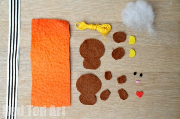 Cute Felt Softies Free Pattern - make a bear or a bunny