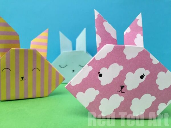 Easy Origami Bunny How To - how cute are these easy Origami Rabbits? Follow these easy steps to make an origami bunny with kids. A great paper craft for Easter! #origami #bunny #rabbit #easter #paper #papercrafts