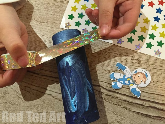 TP Roll Binoculars - such a fun and easy craft for kids to make on a rainy day
