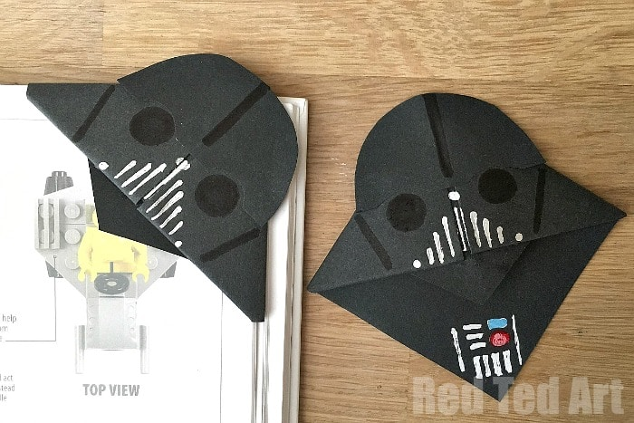 Easy DIY Darth Vader Bookmark - a perfect little gift for Father's Day! #fathers #yoda #printable #fathersdaycard #cards #popup #starwars