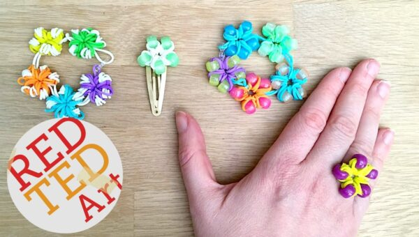 Loom Bands Flowers - a nice little idea combining loom bands and pony beads. Love how you can turn these DIY flowers into rings, hair slides or bracelets!