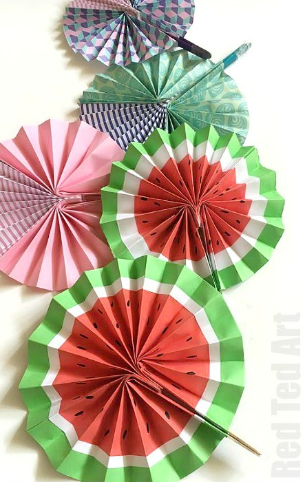 How to Make Easy Paper Fans. Great craft for kids or grown ups. Make water melons or pretty patterns using scrapbook paper. These would be cute wedding favours or a summer party craft. Wonderful easy to follow paper fan tutorial.