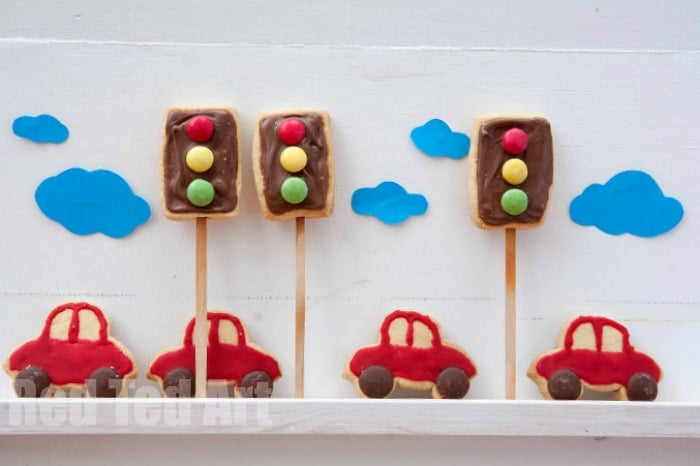 traffic light cookies - super fun and simple to make, these cars cookie pops would make a great treat at a cars party! #cars #carsparty #trafficlights #cookies #cookingwithkids